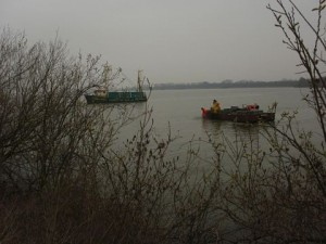 Beroepsvissers bezig op het IJmeer