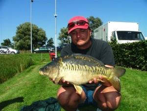 Henk Kostense met Geile Henkie vlak in augustus 2005 op 54 cm 3800 gram