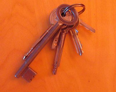 Het item is: een sleutel(tje) of sleutelbos(je)