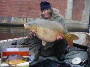Deze Duitser uit nov. 2005 woog in 2010 al ruim 14 kg en verdween kort daarna van de kaart